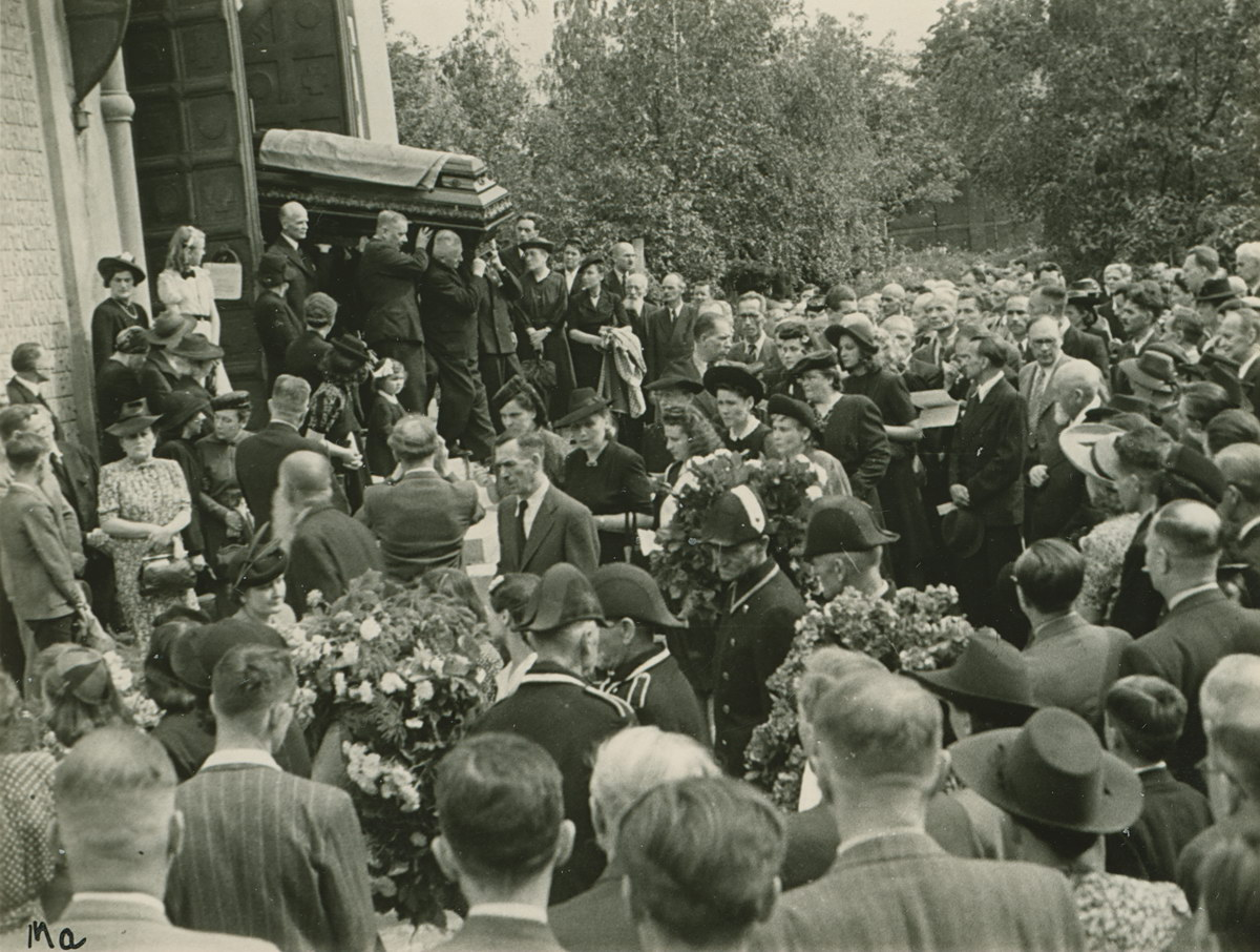 O Oles_funeral_1_-_19440729